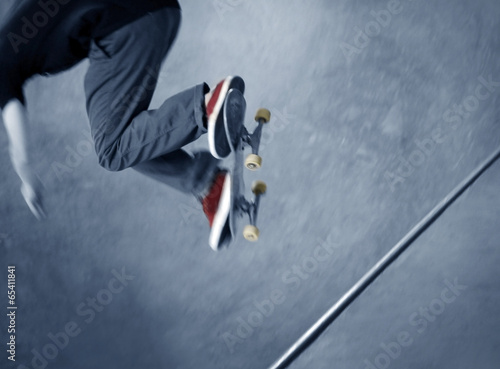Photo  Skateboarder doing a trick