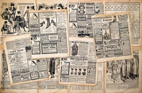 Fotografía  Las páginas del periódico con la publicidad antigua