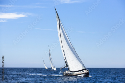 Obrazy Regaty   boats-in-sailing-regatta-luxury-yachts
