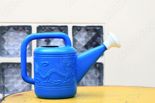Poster Nautique motorise blue watering can in garden