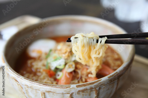 Fotografiet  Spicy Noodle with egg