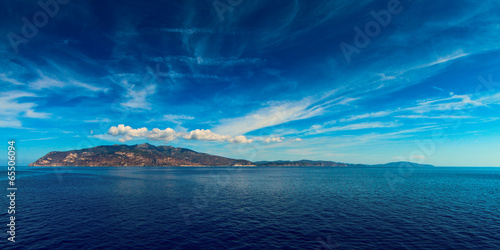 Fotomural  Elba island Tuscan Archipelago from the ship