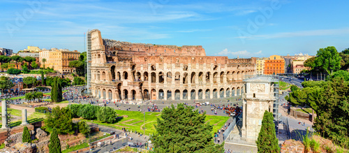 Photo  Panoramic view of the Colosseum (Coliseum) in Rome