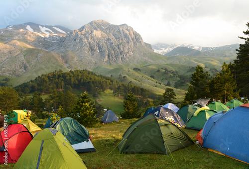 Keuken foto achterwand Kamperen kamp çadırları kurmak