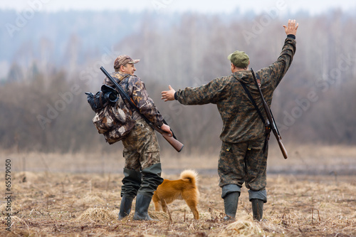 Foto op Aluminium Jacht two hunters and dog on the field