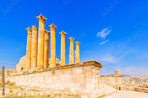 Fotobehang Athene Temple of Artemis is a Roman temple in Jerash, Jordan.