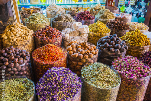 Photo  dried herbs flowers spices in the spice souq at Deira