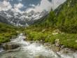 Wildbach mit Gletscher im Hintergrund in HDR