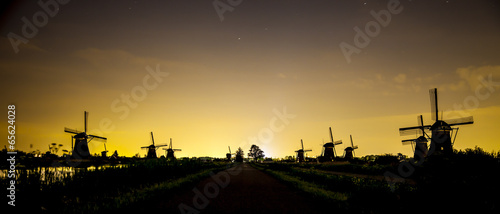 Poster Molens Picturesque landscape with windmills