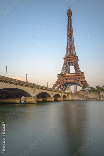 Photo  Long Exposure of Eiffel Tower and Seine River at sunset