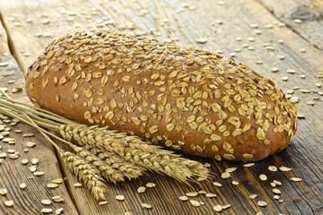 Fototapeta Chleb na drewnianym stole