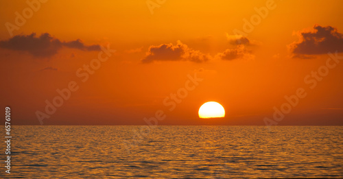 Spoed Foto op Canvas Zee zonsondergang Fabulous sunset on a background of sky and sea.