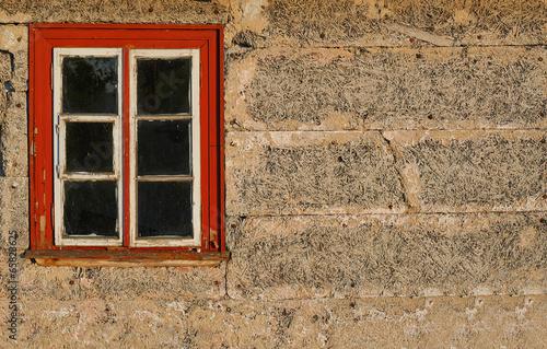 Stare okno w starym domu