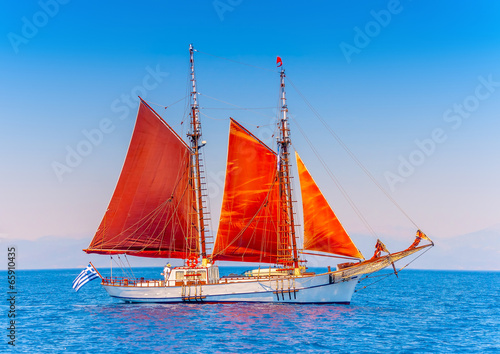 Cadres-photo bureau Voile Old classic wooden sailing boat in Spetses island in Greece