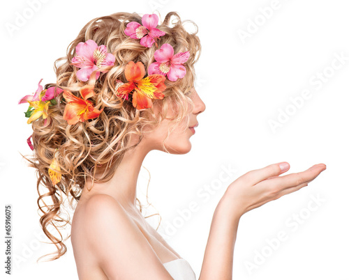 Foto auf Leinwand Friseur Beauty girl with flowers hairstyle and open hands
