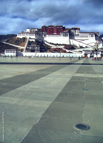 Exterior of holy Potala Palace in Lhasa, Tibet, China Poster Mural XXL