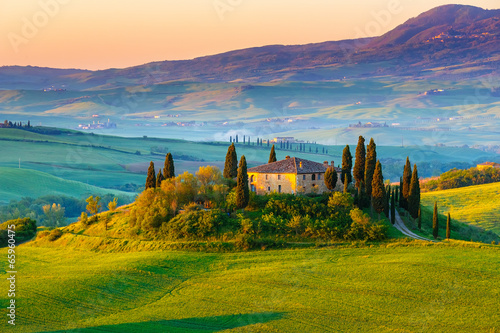 Tuscany landscape at sunrise Fotobehang
