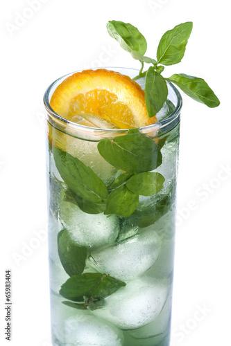 lodowy-napoj-z-pomaranczy-i-miety