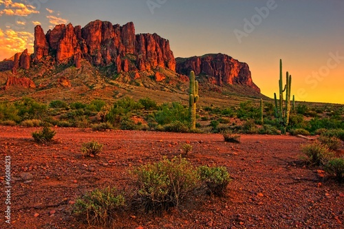 Photo Stands Arizona Desert sunset with mountain near Phoenix, Arizona, USA