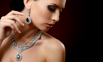 FototapetaThe beautiful woman in expensive pendant