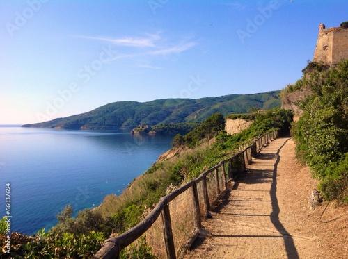 Fotografía  scenic walkpath in Porto Azzurro