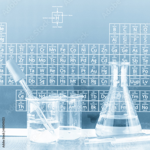 Cuadros en Lienzo Laboratory glassware and periodic table of elements.