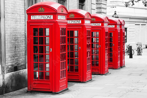 Spoed Foto op Canvas Londen Telefonzellen in London im Color-Key-Verfahren
