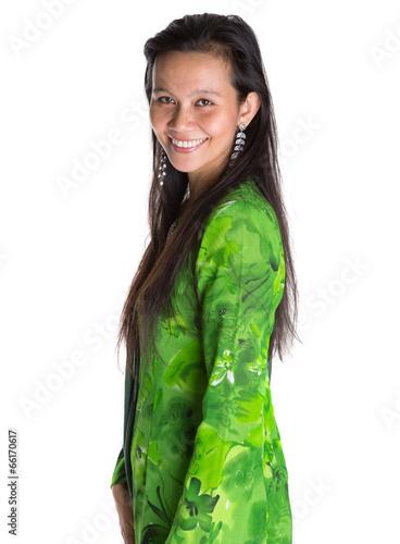 Fotografía  Asian Malay woman in a green national Malaysian dress