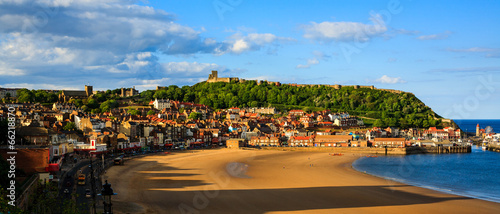 Photo Scarborough beach, castle and harbour view