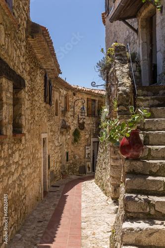 eze-village-na-ulicy-starej-wioski