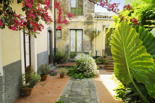 Foto  Old Courtyard In Sicily