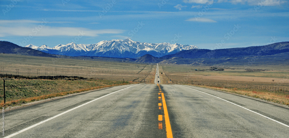 Fototapeta Driving in the Rocky Mountains, USA
