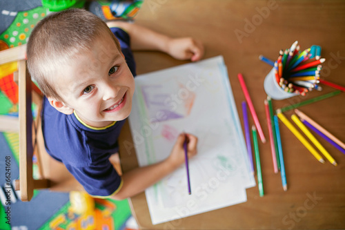 Fotografie, Obraz  Boy, drawing a picture for fathers day