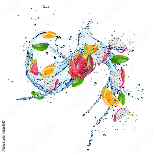Poster Opspattend water Fresh Fruit with water splash