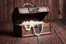 Old Treasure Chest With Pearl ...