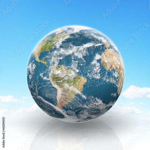 planeta-ziemia-na-pochmurnym-tle