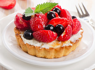 FototapetaFresh berries tart