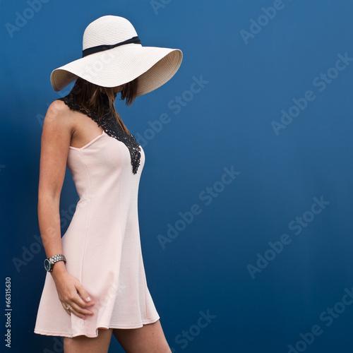 Fotografie, Obraz  brunette en robe sexy et chapeau