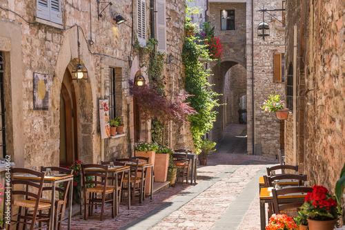 Obraz Włoska restauracja w zabytkowej alei - fototapety do salonu