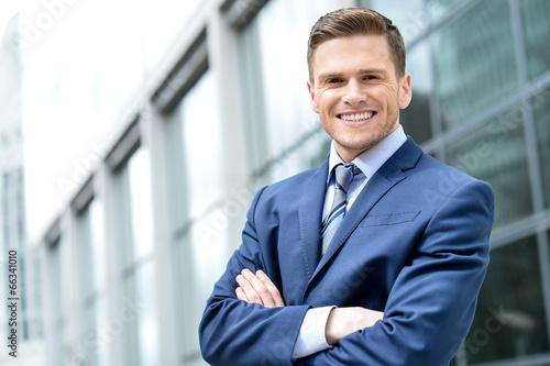 Fotografía  Portrait of handsoem young entrepreneur