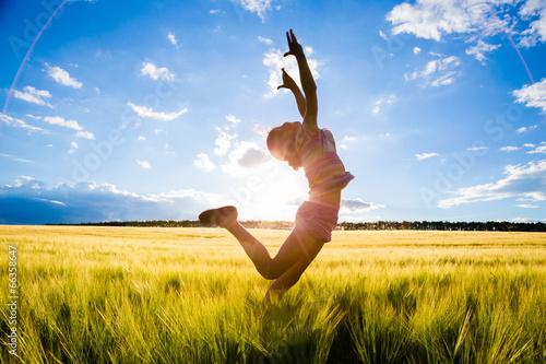 Fotografie, Obraz  jumping kid on the field
