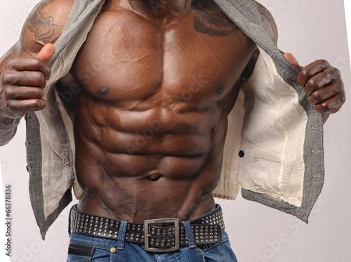 Photographie  Gros plan sur les abdos parfaits. Bodybuilder fort avec six pack
