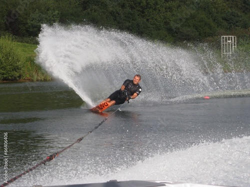Fotografie, Obraz  man waterskiing slalom
