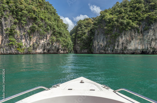 Foto  Travel by boat to beautiful southern sea of Thailand