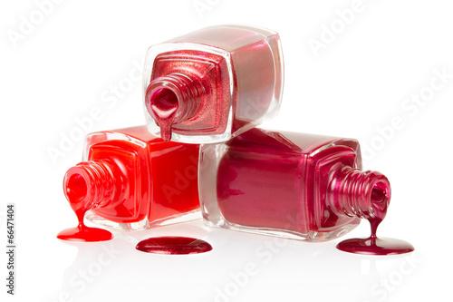 Vernis à ongles rouge renversé sur fond blanc, Coupure, sentier Tableau sur Toile