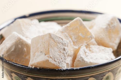 Staande foto Zuivelproducten Lukum (Turkish Delight) in a bowl