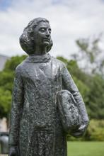 Statue Der Anne Frank Vor Dem ...