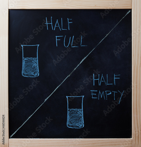 Fotografía  Half full and half empty concept drawn on blackboard