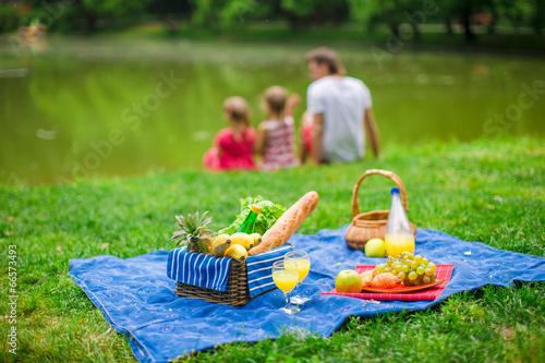 Montage in der Fensternische Picknick Family picnicking