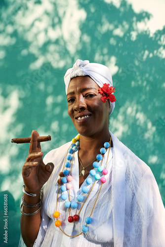 Portrait of cuban black woman smoking cigar Slika na platnu